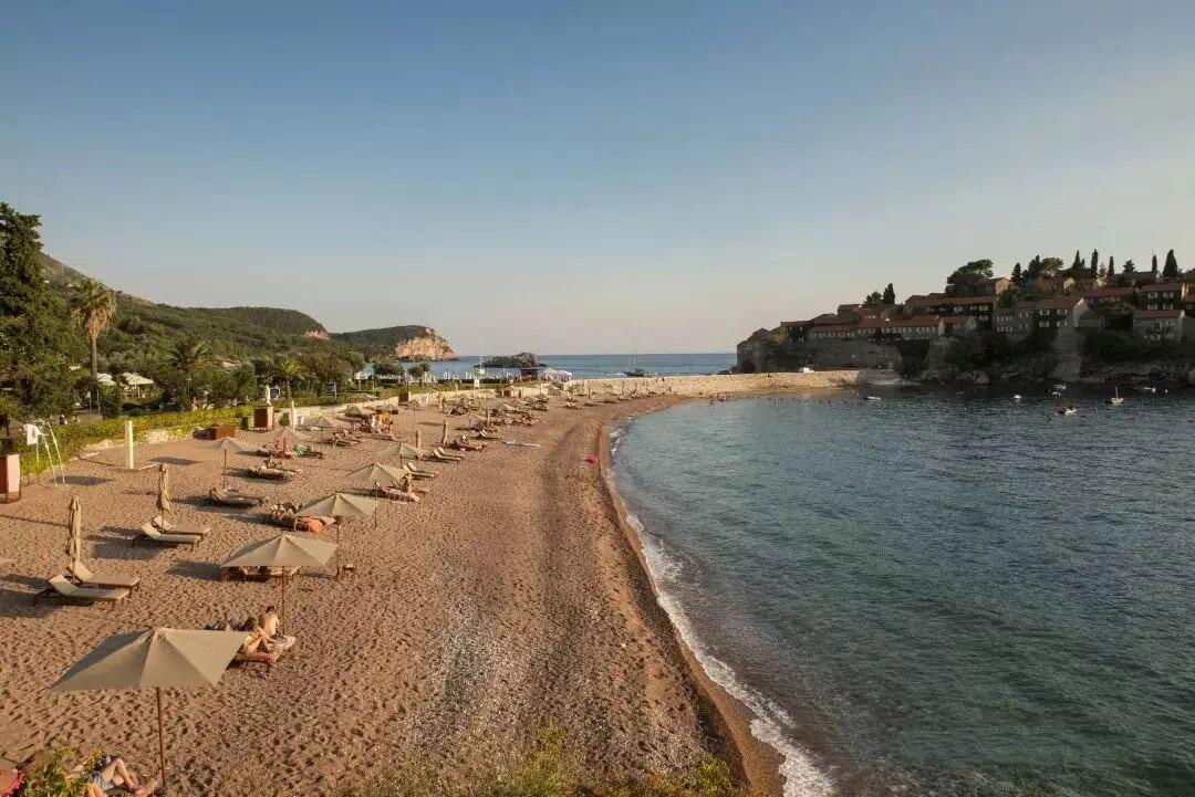 黑山投资移民入籍项目深度解析